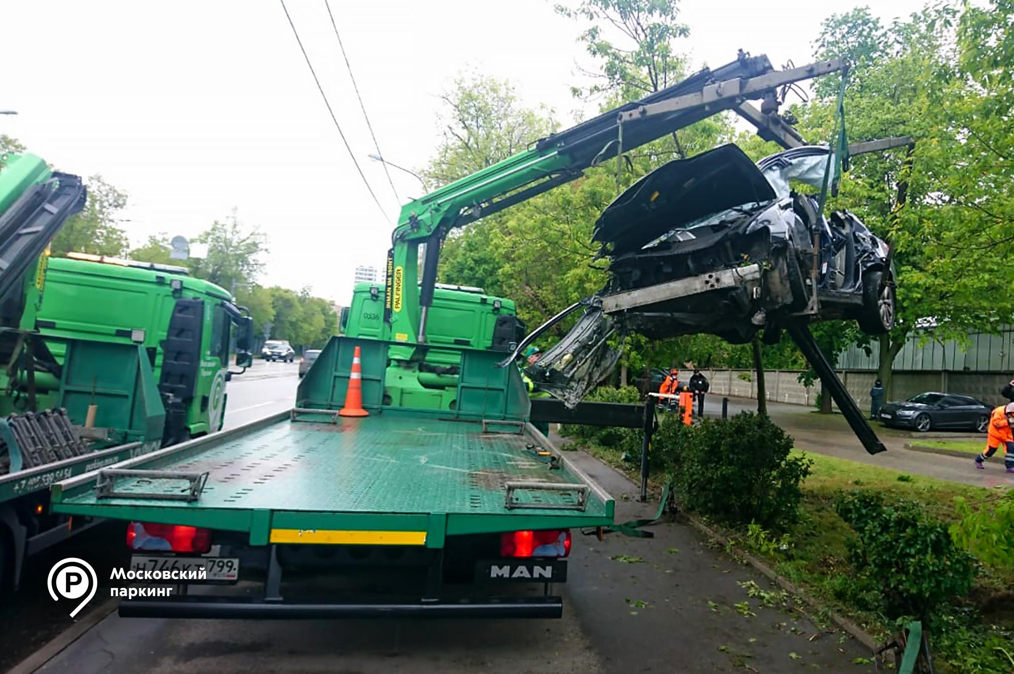 Эвакуаторы транспортного комплекса Москвы бесплатно помогли 120 автомобилистам, попавшим в ДТП в мае